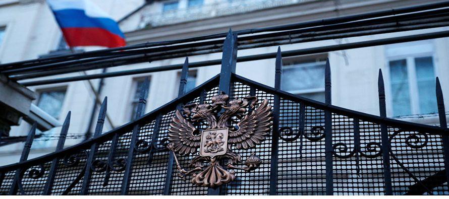 La crisis entre Moscú y Londres se agrava tras expulsar Rusia a 23 diplomáticos británicos
