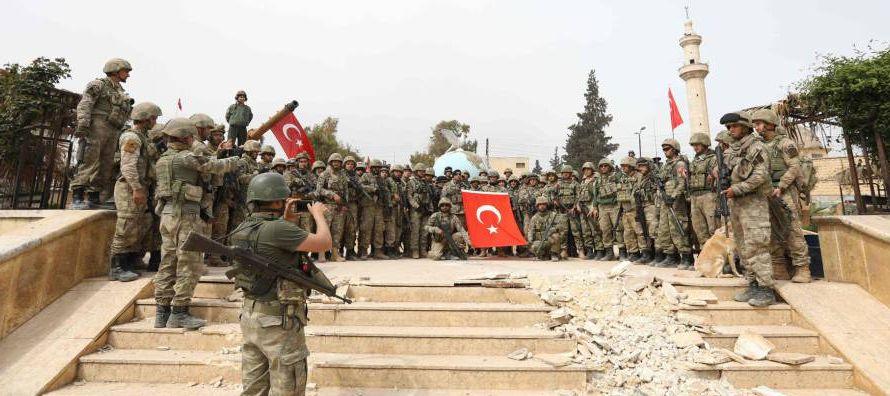 Las tropas turcas y los rebeldes sirios tomaron ayer la ciudad de Afrín, en la región...