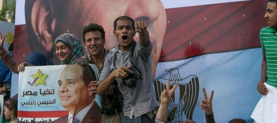 A pesar de que sus expectativas no se han cumplido, Al Sisi ha seguido sacando pecho de esta y del...