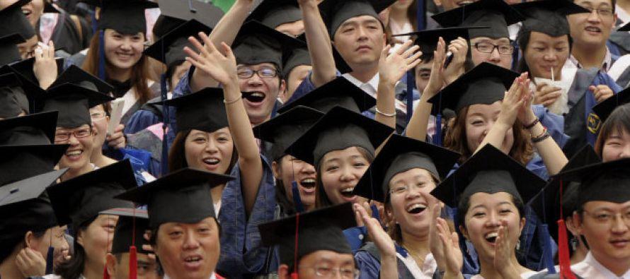 Universidad china enviará fotografías de estudiantes borrachos a sus padres