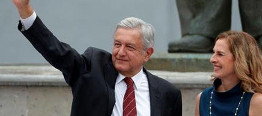 López Obrador promoverá amparos para detener contratos del nuevo aeropuerto