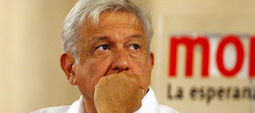 En segundo lugar aparece el opositor Ricardo Anaya, quien retrocedió este mes a 28 puntos,...