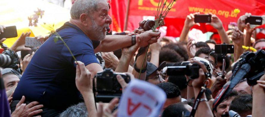 Lo sucedido alrededor de la entrada en prisión del expresidente de Brasil Luiz Inácio...