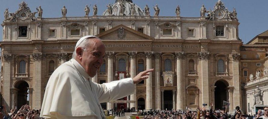 El pontífice argentino señaló en un documento presentado el lunes que defender...