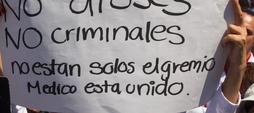 """""""El médico en México está muy vulnerable en estos casos. El sistema de..."""