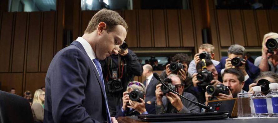 Tanto Facebook como otros gigantes de Internet deben extremar y mejorar los mecanismos para...