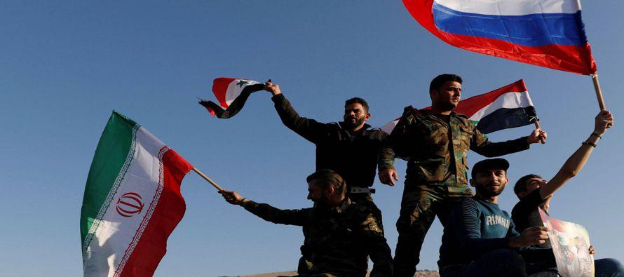 Los medios oficiales sirios solo dieron cuenta de daños materiales en los ataques en la...