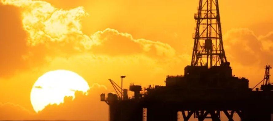 Se estima que la inversión comprometida en las rondas de licitaciones petroleras ya...
