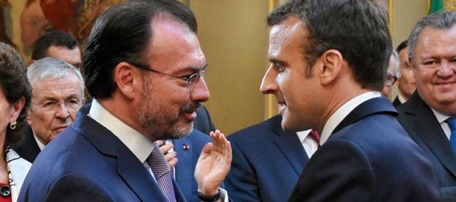 """El mandatario francés """"se refirió a la amistad que une a los pueblos de ambos..."""