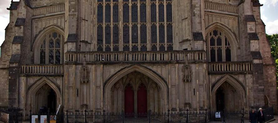 El cuerpo de san Elfego fue recuperado y sepultado en San Pablo de Londres. En 1023, el rey Canuto...