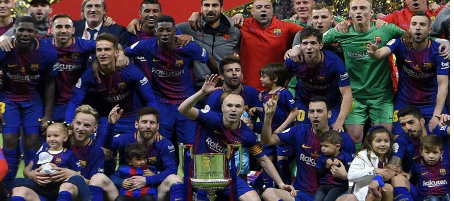El Barcelona, guiado por un espectacular Andrés Iniesta, recuperó este sábado...