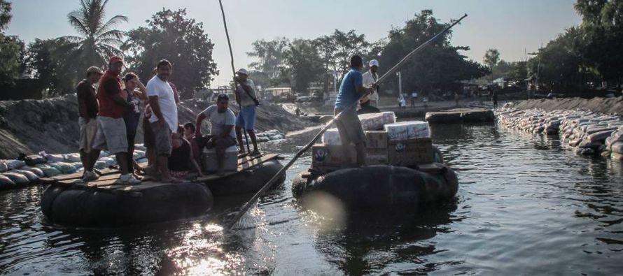 Las curvas del río Suchiate dibujan la línea que separa México y Guatemala:...