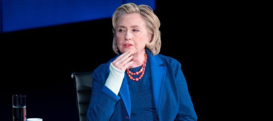 Clinton comenzó a hablar sobre las amenazas a la libertad de expresión y el libre...