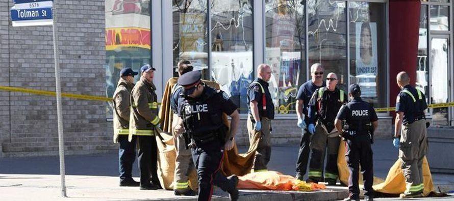 Policía de Toronto investiga mensajes enigmáticos de sospechoso de ataque con furgoneta