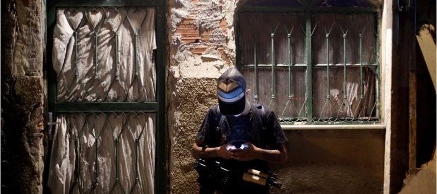 Los líderes de las pandillas se reconocen como criminales, a quienes la policía busca...
