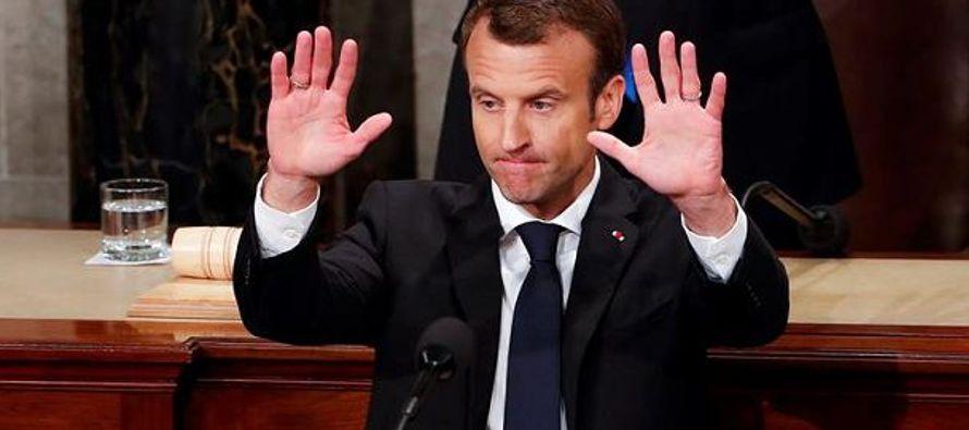 Macron, que el martes habló con Trump precisamente sobre el futuro del pacto con...