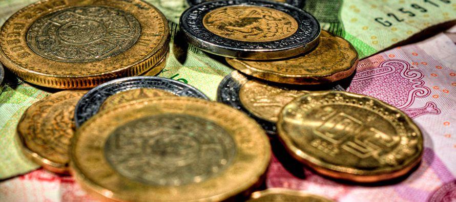 """La moneda tocó en el mes que termina """"un mínimo de 17,94 pesos y un..."""