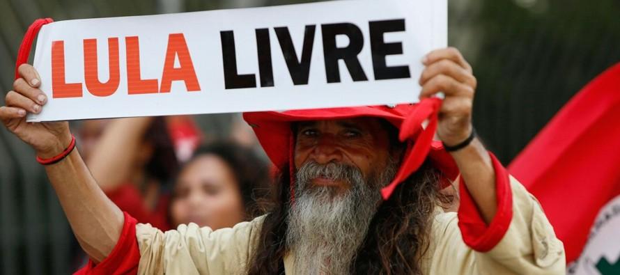 Las protestas en Curitiba, cuya seguridad fue hoy reforzada, se repitieron en Sao Paulo, la mayor...