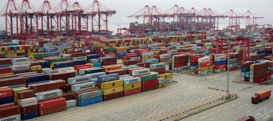 Las exportaciones chinas aumentaron un 12,9 por ciento en abril respecto de igual mes del...