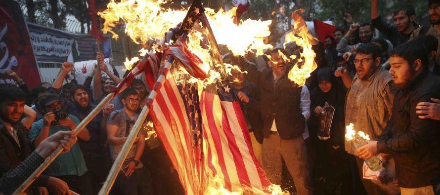 Ahora, con su anuncio de que reimpondrá sanciones económicas a Irán y...