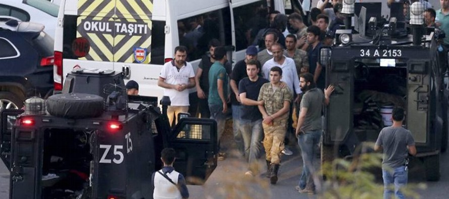 La Fiscalía de Estambul ha ordenado el arresto de 300 miembros del Ejército, de los...