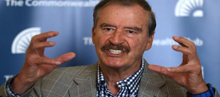 En vez de quedarse en casa rumiando sus miserias intelectuales, Vicente Fox gusta de salir a la...