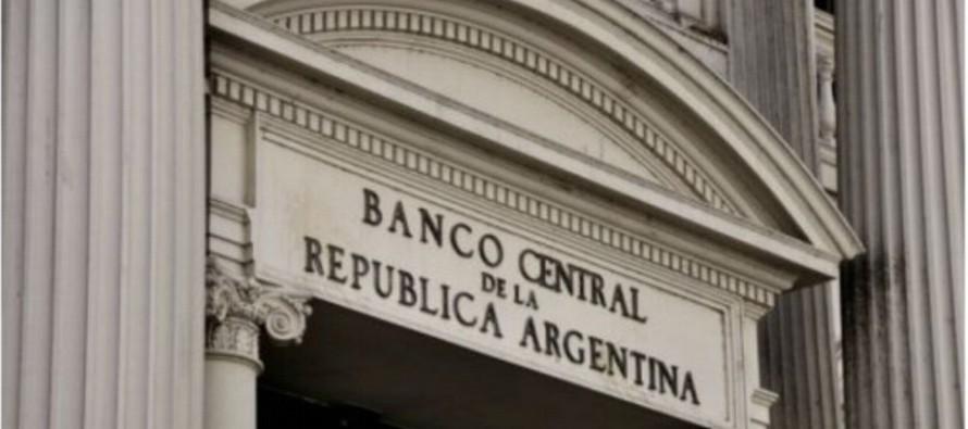El banco central de Argentina había vendido el viernes en la plaza cambiaria 1.102 millones...