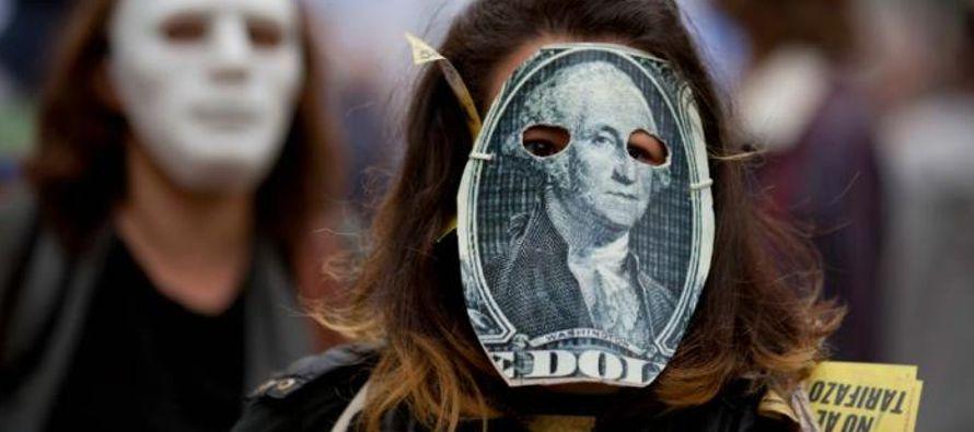 Según Caputo, el tipo de cambio está a tono con la depreciación de otras...