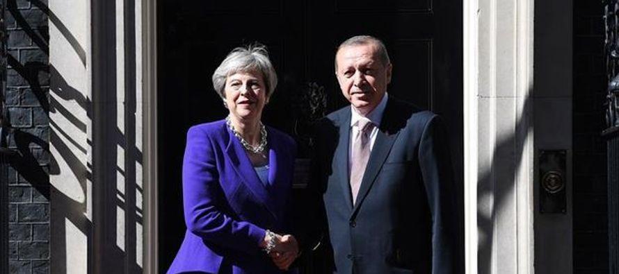 """Con todo, subrayó que Erdogan """"no debe perder de vista los valores que trata de..."""