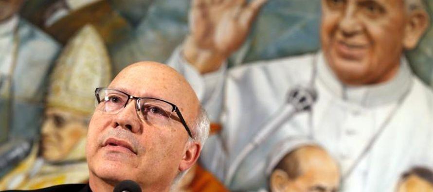 El Sumo Pontífice entregó a cada uno de los obispos un texto con temas que...