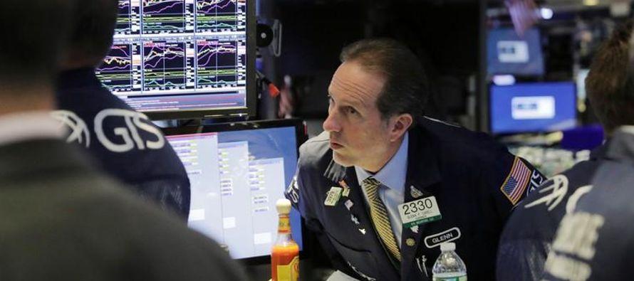 Los inversores también siguen preocupados de cara a las negociaciones de alto nivel entre...