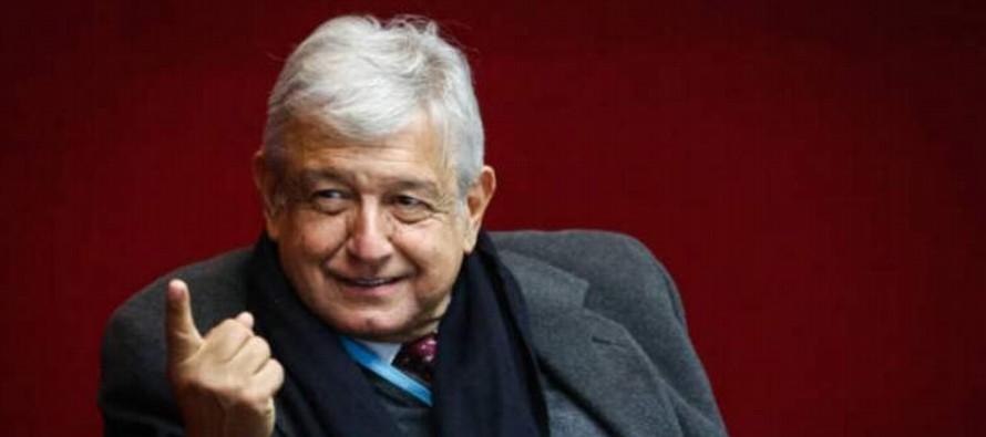 López Obrador, aspirante de la coalición que lidera el Movimiento Regeneración...