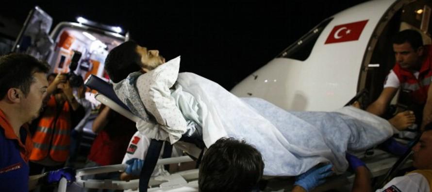 El doctor Sahabani alertó de que los centros médicos de la Franja sufren escasez de...