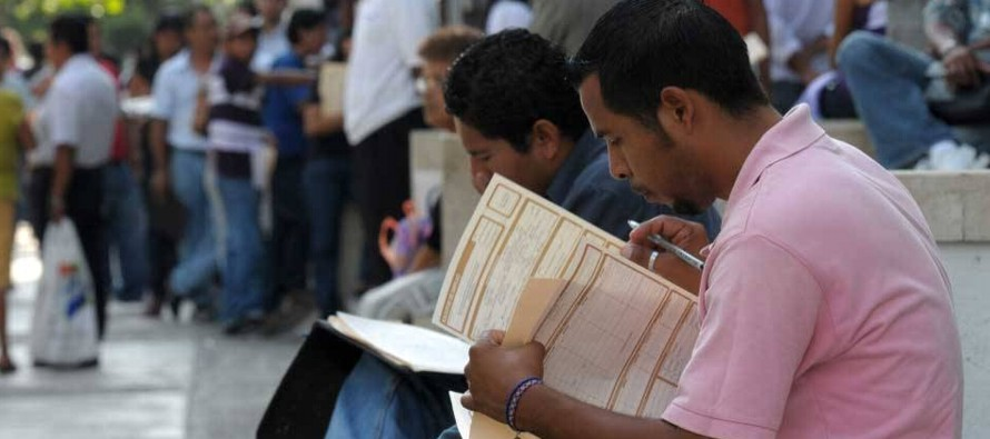 El 60,9 % de la población ocupada se concentró en servicios, otro 25,8 % en la...