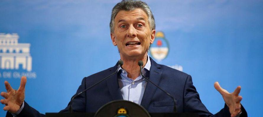 En una rueda de prensa en Buenos Aires, el jefe de Estado aseguró que el FMI es una...