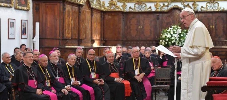 En el encuentro de ayer el papa argentino les entregó a cada uno un texto con los temas de...