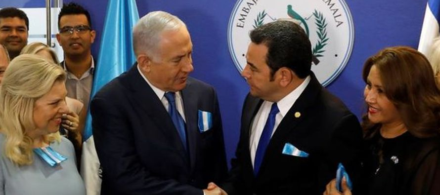 """""""Gracias, presidente Jimmy Morales, hoy hiciste historia"""", dijo Netanyahu, que..."""