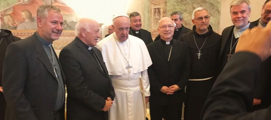 Los obispos chilenos fueron convocados al Vaticano por voluntad del papa Francisco para abordar las...