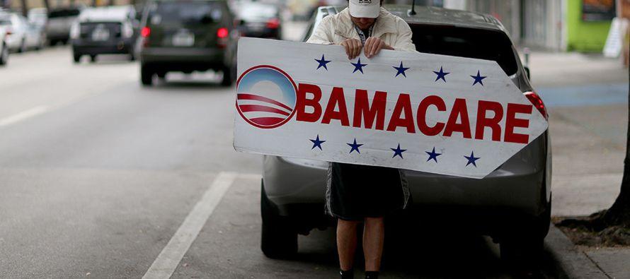En general, la tasa de personas sin seguro médico ha caído de 16% cuando la ley...