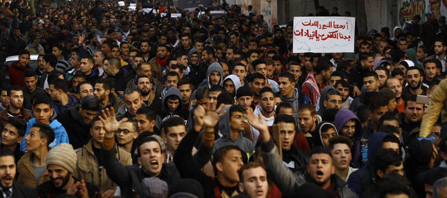 El texto planteado por Kuwait recibió diez votos a favor, cuatro abstenciones y un...