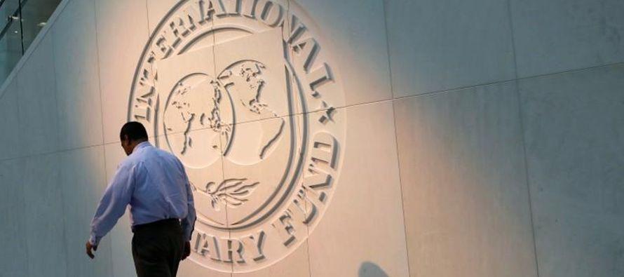 Pero casi el 70 por ciento de la deuda argentina es en moneda extranjera, lo que deja al...