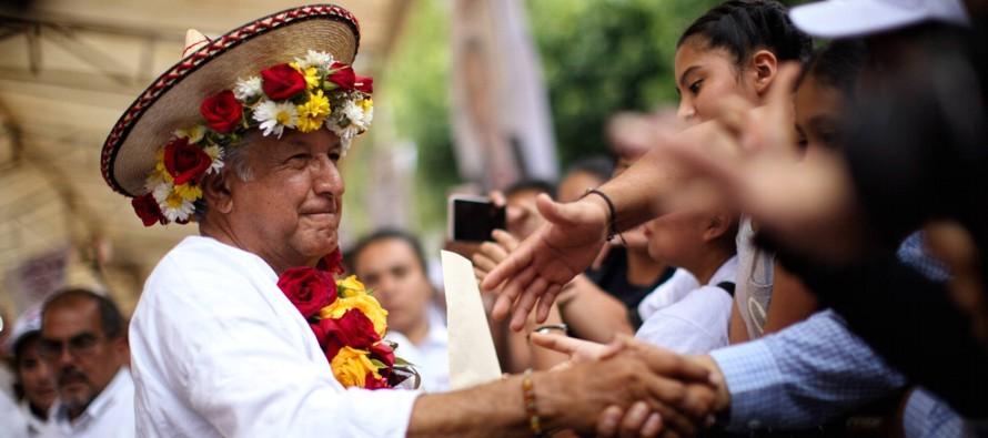 La posible victoria del líder de Morena ha propiciado el acercamiento de los empresarios,...