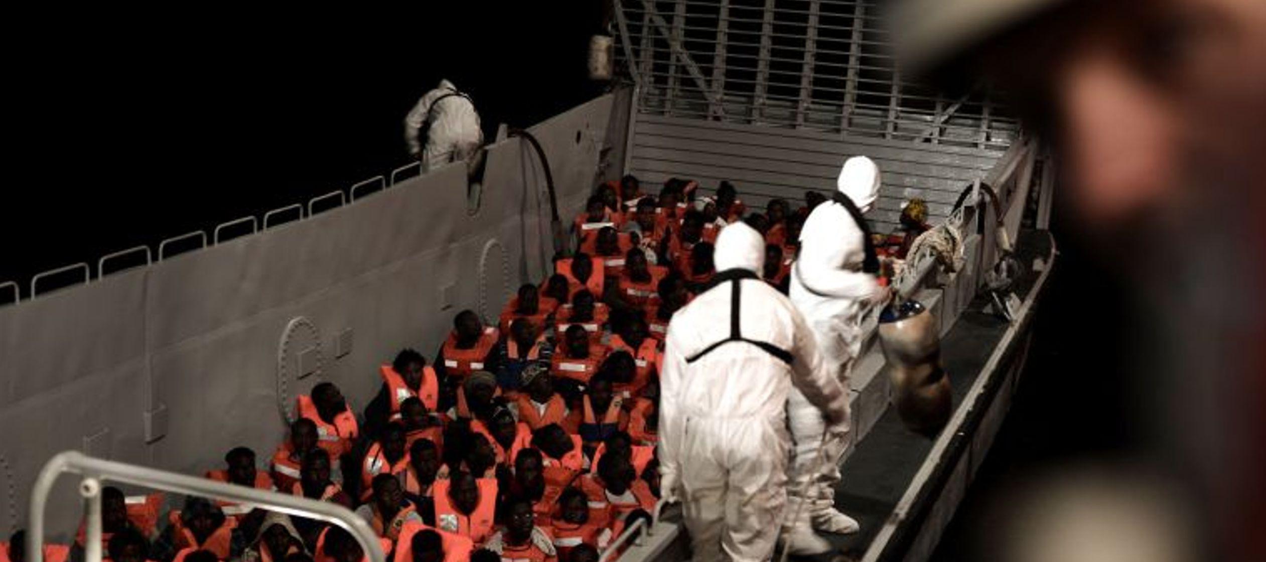 El buque navegaba a su suerte en el Mediterráneo por la negativa de Italia y Malta a...