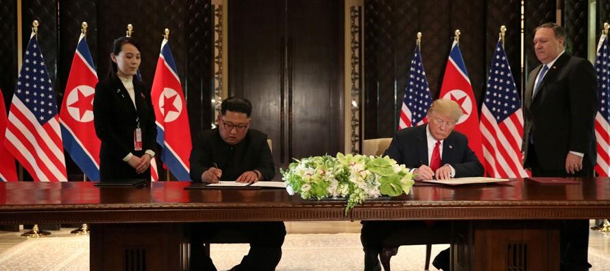 Tras más de cuatro horas de reuniones en el hotel Capella de la isla de Sentosa, Kim y Trump...