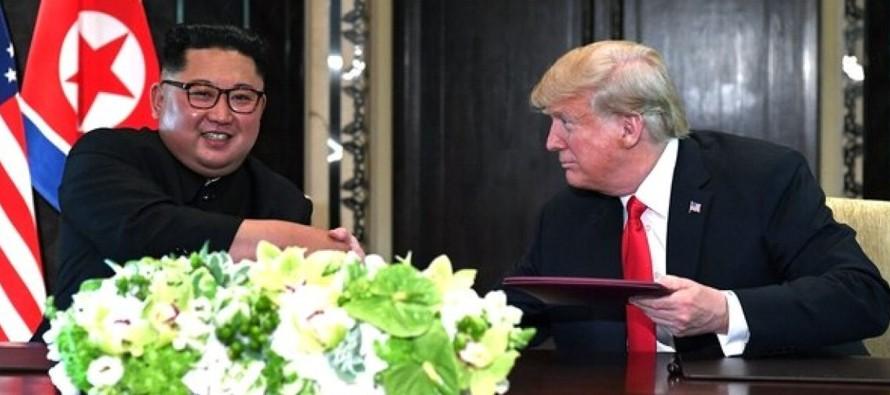 El presidente estadounidense, Donald Trump, y el líder norcoreano, Kim Jong-un,...