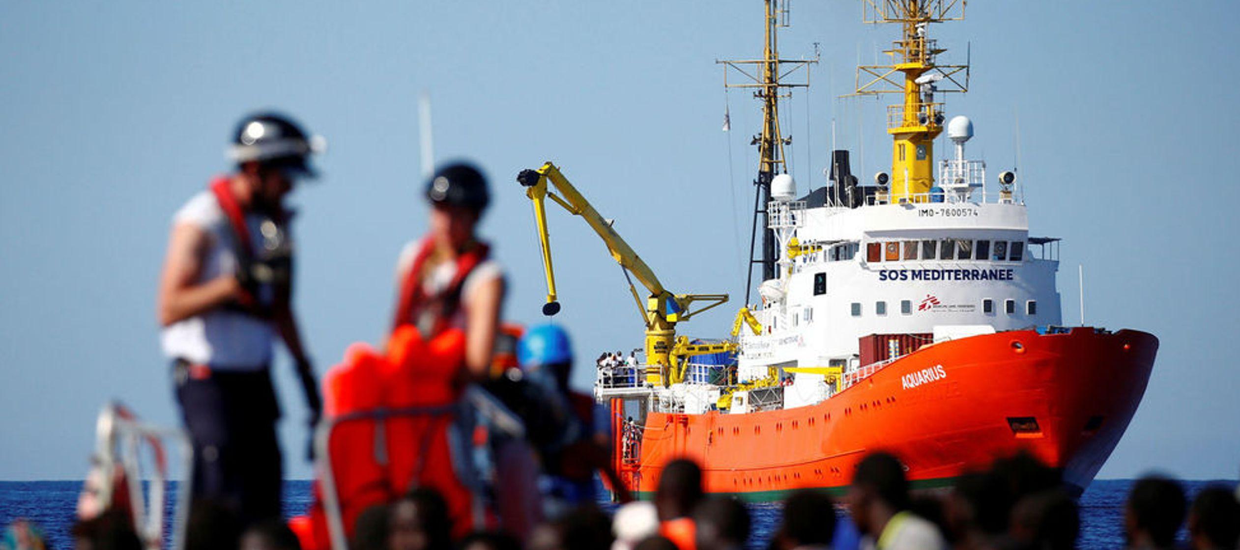 Entre estos inmigrantes rescatados en alta mar hay 123 menores no acompañados, 11 de ellos...