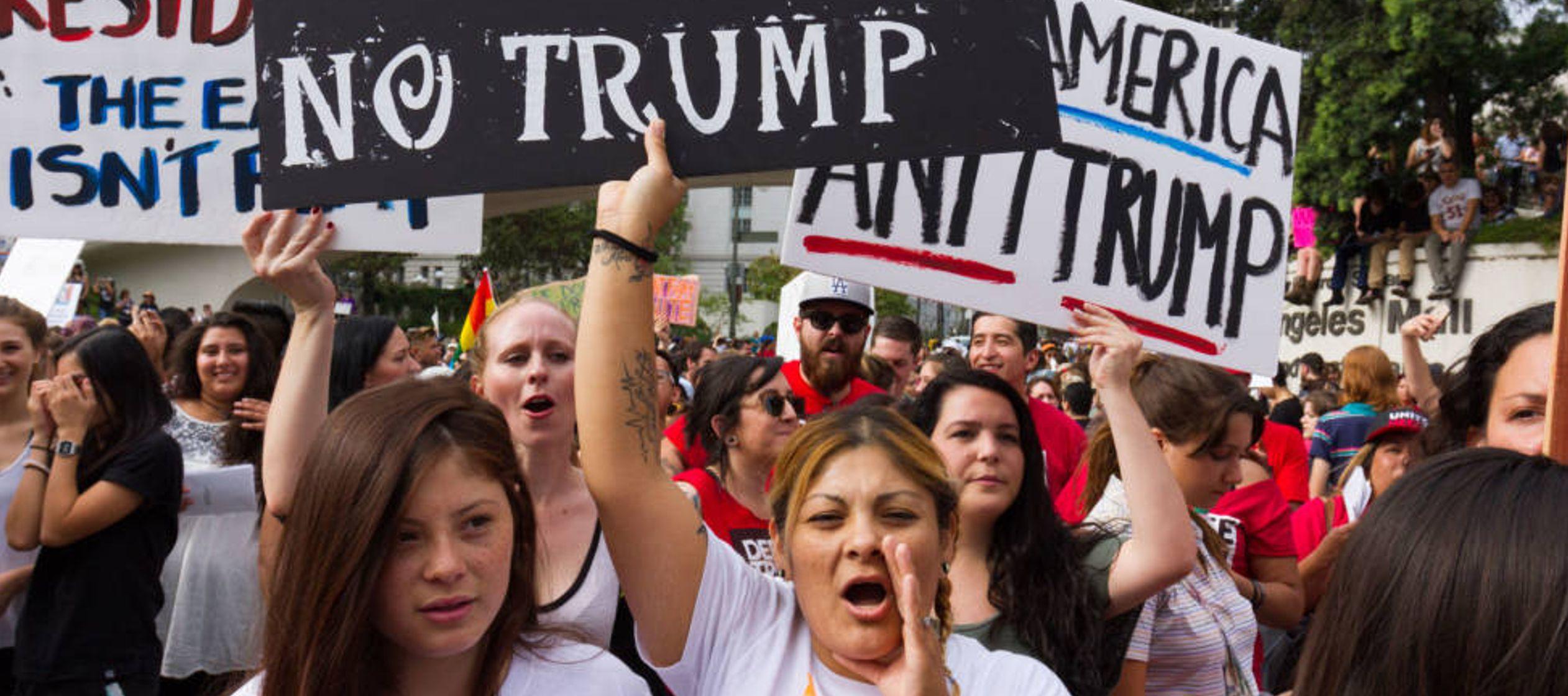 La información analizada indica que tras asumir Trump la presidencia, los arrestos de ICE...