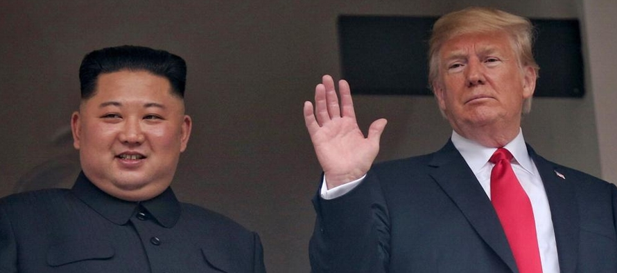 En una reunión cuidadosamente coreografiada realizada en una isla de Singapur, Trump y Kim...