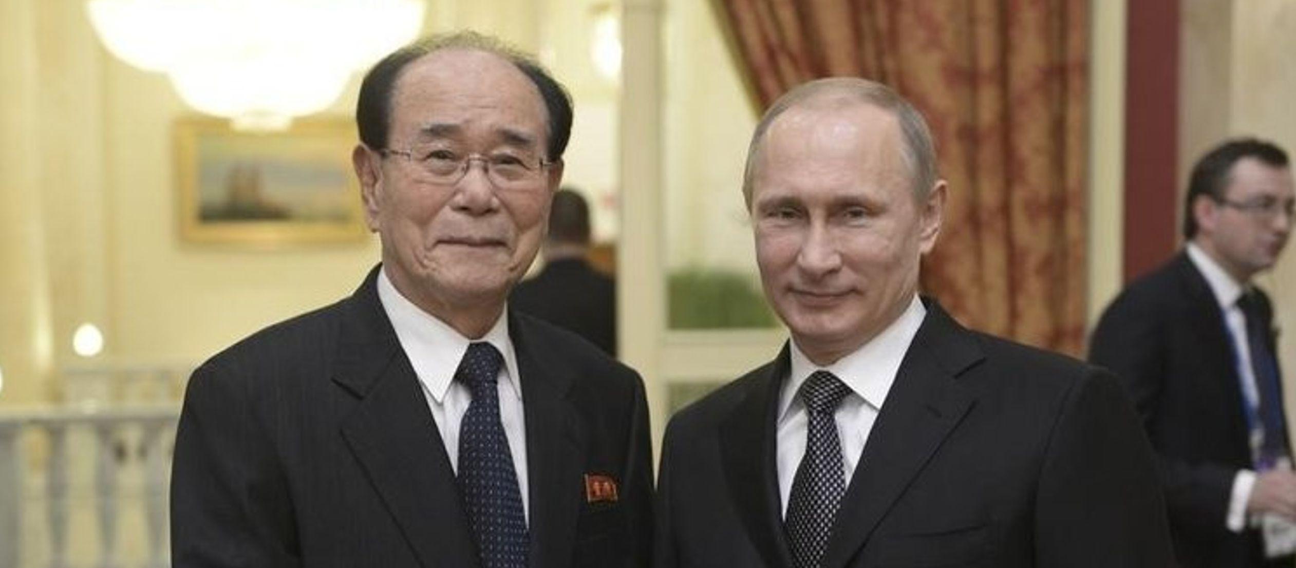 El Kremlin saludó hoy la reunión de los dirigentes de EU y Corea del Norte al...