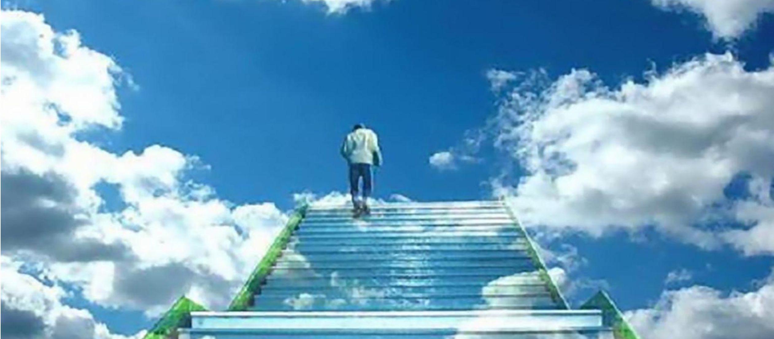 Porque no podemos caminar como quien continuamente deja atrás algo ya superado y avanza...